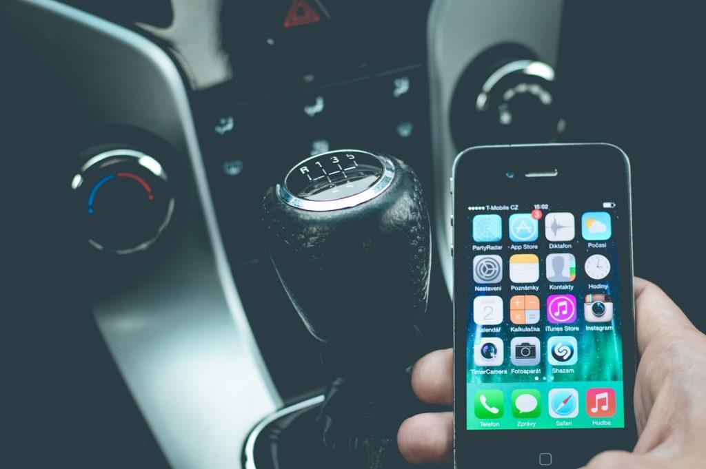Telefon im Auto