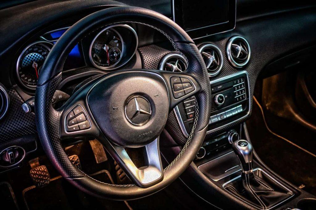 Fahrzeug Ausstattung kann sich unterscheiden
