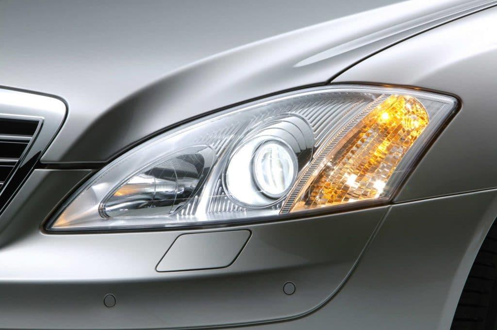Mercedes S Klasse Bi-Xenonscheinwerfer mit aktiven Kurvenlicht und Abbiegelicht