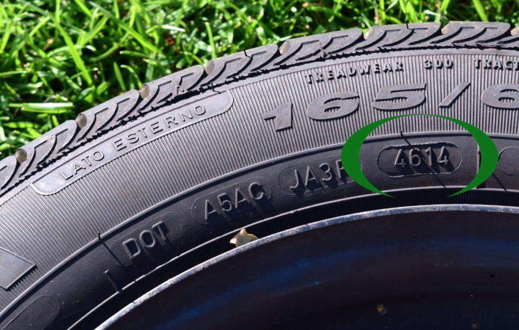 Die DOT-Nummer gibt das Alter des Reifens an!